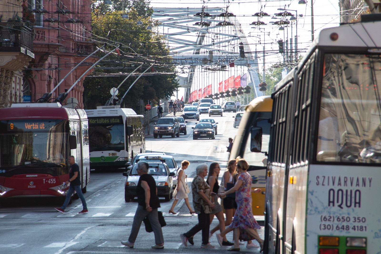 A dugót az autósok okozzák, nem a harmadik híd hiánya