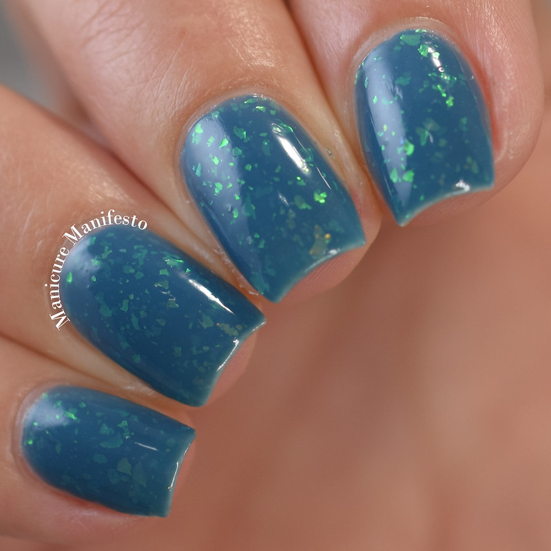 Bees Knees Lacquer Colossal Claude review