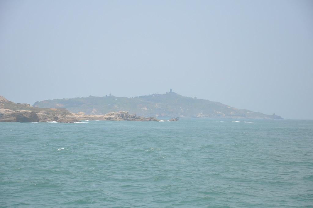 烏坵又分為大坵(後)、小坵,呈狹長型面積約1.2平方公里。孫文臨攝