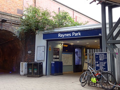 Picture of Raynes Park Station