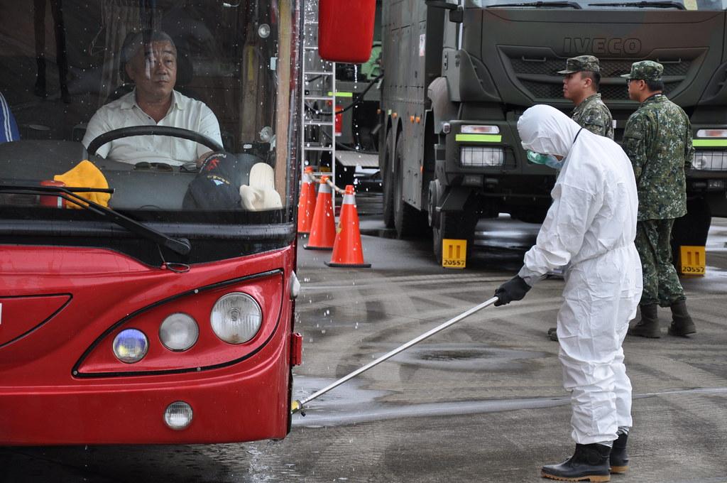 待車輛清潔過後會再執行輻射偵檢復查,若仍有污染超標需重新執行一次。孫文臨攝