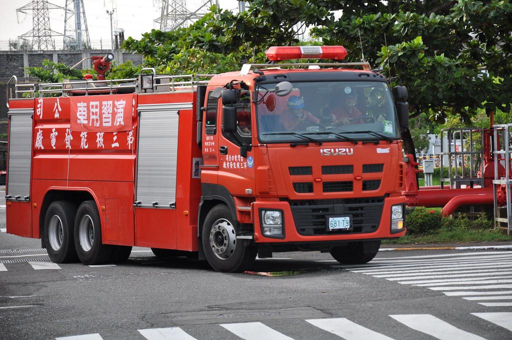 疑似因為過於緊張,消防員演習時差點跑錯位置,提前轉彎。孫文臨攝