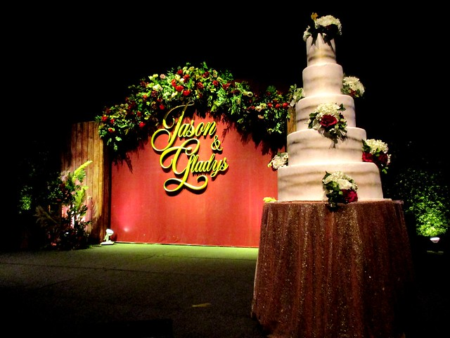 Backdrop & wedding cake